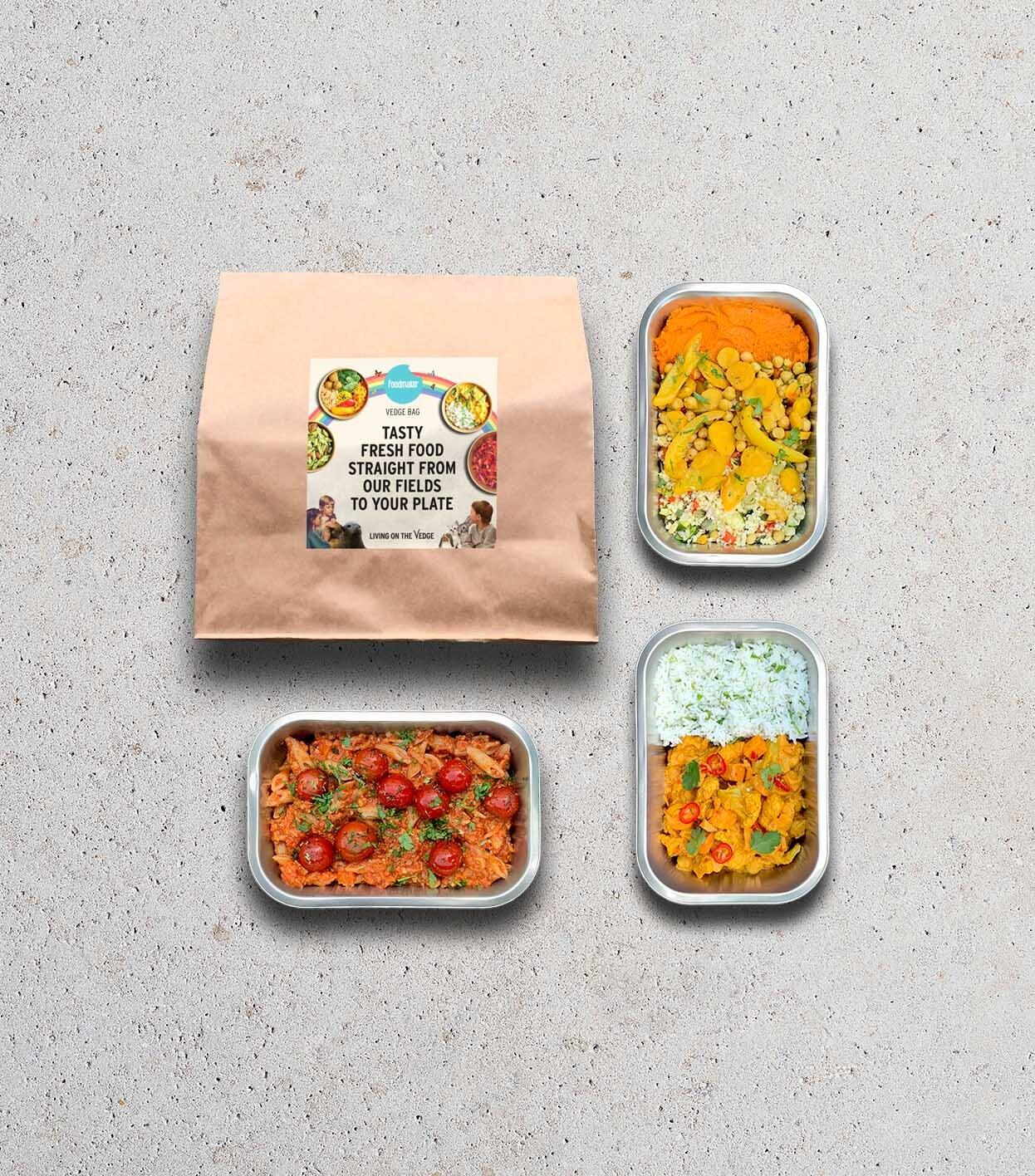 Gezonde maaltijdbox met drie vegan gerechten in meeneemverpakking